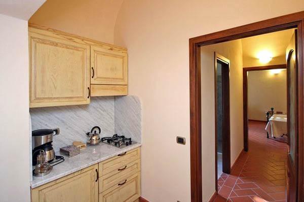 Angolo-cottura-appartamento-rosa-rossa